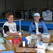Gehandicaptenroeien Dordrecht Ank en Bob aan tafel
